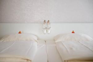 Hochzeitsreportage - Anziehen Braut - Brautschuhe