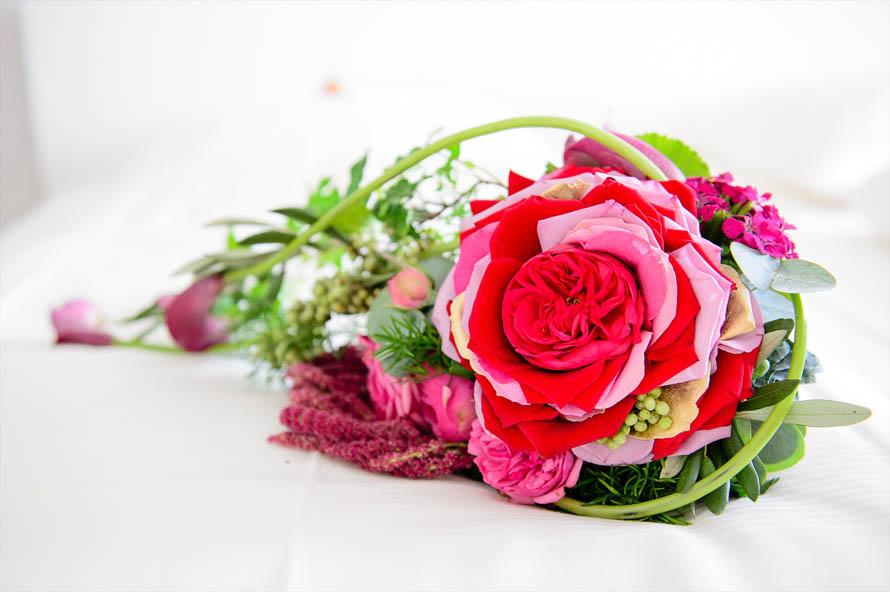 Hochzeitsreportage - Anziehen Braut - Brautstrauß