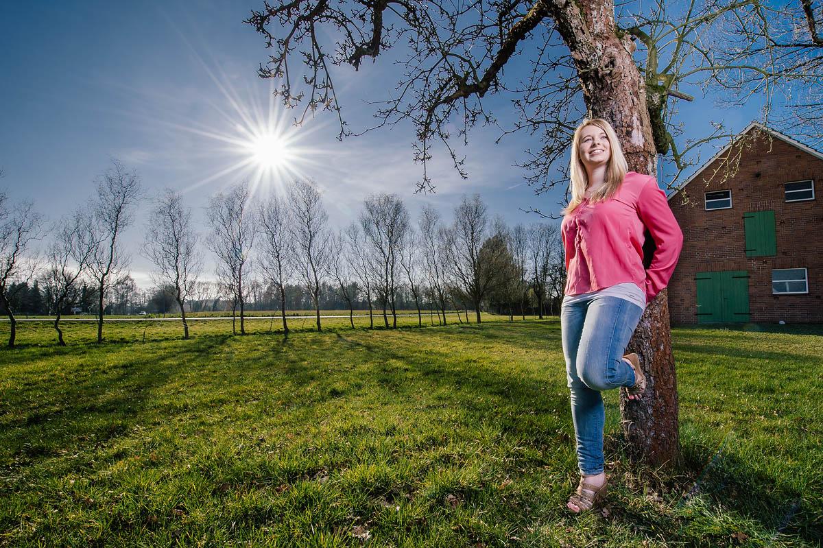Gegenlichtaufnahme mit Model Nina und einem Sonnenstern