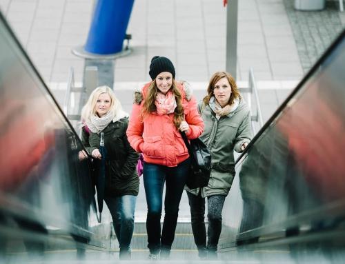 Mit drei Studentinnen an der UNI-Bielefeld