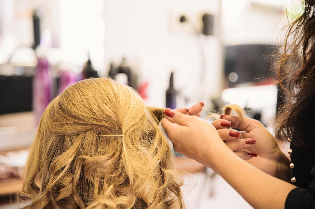 Anja & MichaelHochzeitsreportage Wangerooge - beim Friseur