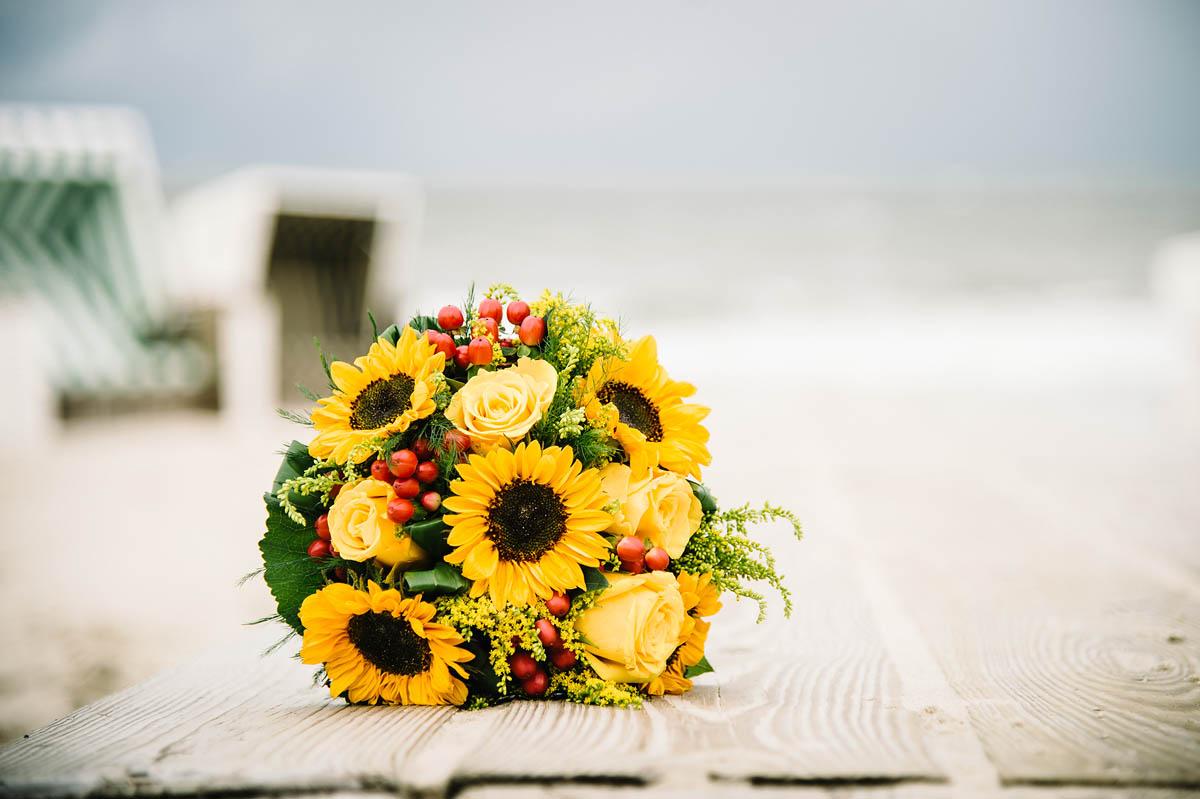 Brautstrauß am  Strand auf Wangerooge