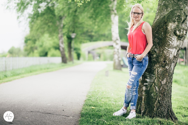 Pink Top Blau Jeans - farbiges Portrait