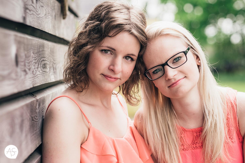 Girl - Girl Shooting - Eileen & Theresa